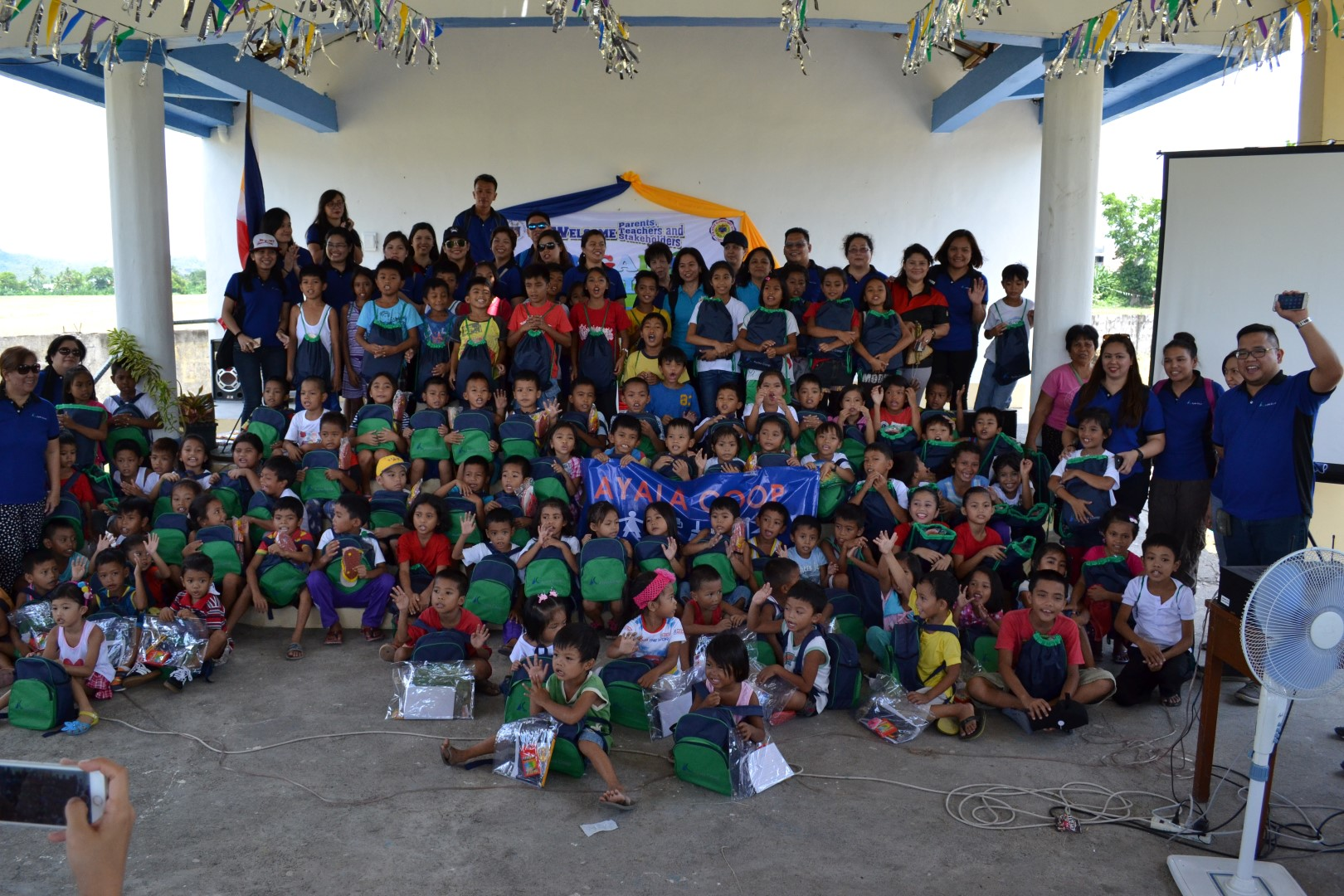 The team of volunteers from the Ayala Coop poses for posterity with the beneficiary pupils of the Brigada Eskwela 2017 project the Coop conducted in Ligao, Albay.