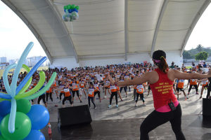 Participants in the Ayala Goes Healthy, Atbp. event get a dose of the piloxing exercise courtesy of Gold's Gym.